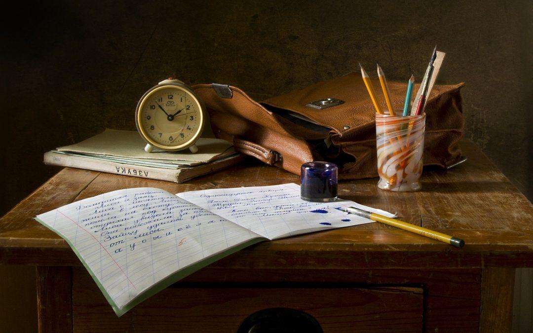 Idée d'activité pour enfant - Confinement Jour 11 : Et si en ce jour 11, on décidait de marquer l'histoire en écrivant un livre ? Rien que ça !